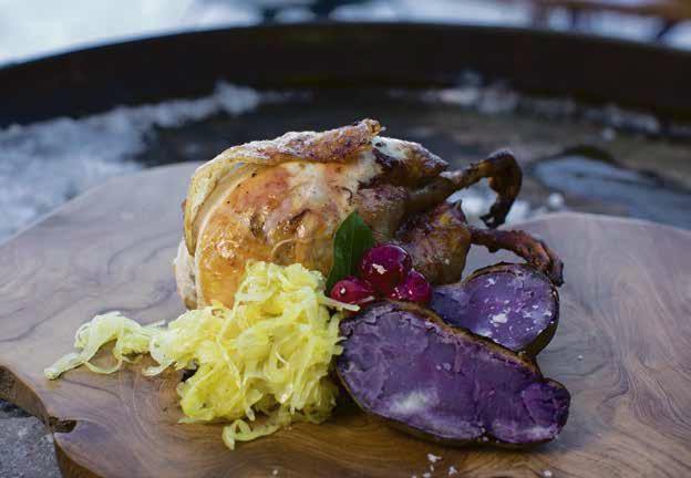 Gegrilltes Rebhuhn mit Sauerkraut, Vitelotte-Kartoffeln und Heidelbeerkompott