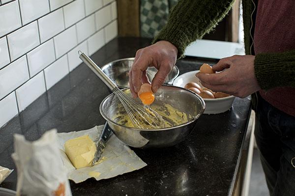 Napfkuchen mit Mohn und Orangenglasur