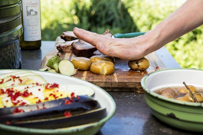 Rippchen mit gegrillten Kartoffeln und Aubergine
