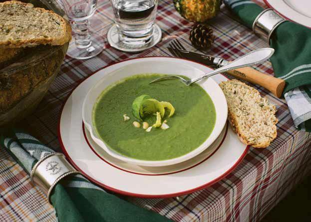 Rosenkohlsuppe mit Ardennerschinken und Kastanien
