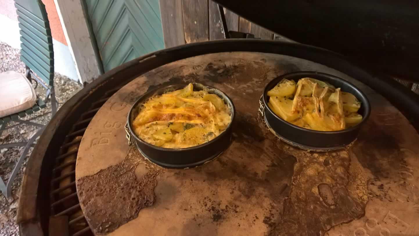 Kartoffelgratin auf dem Big Green Egg Large