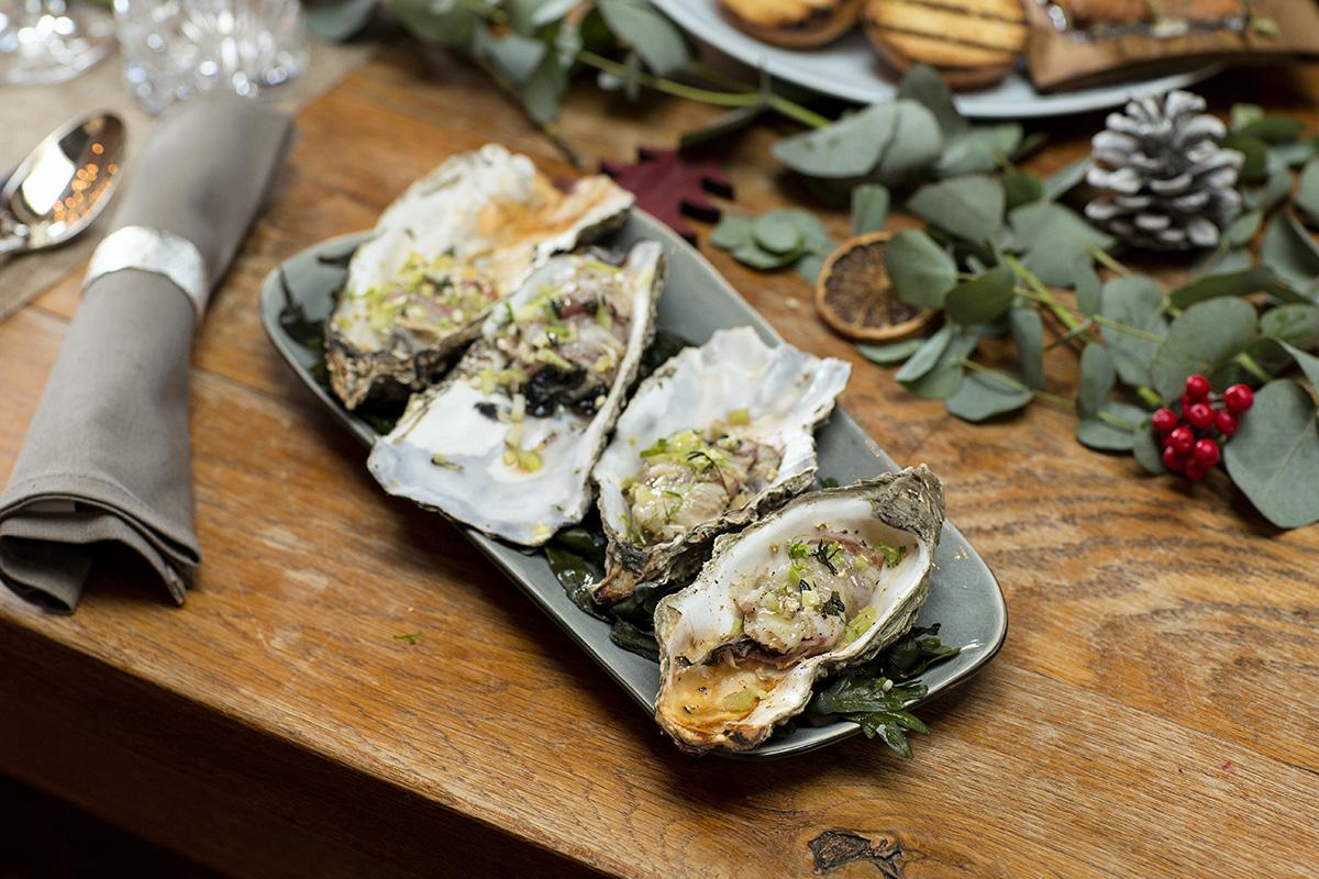 Austern mit Pancetta angerichtett