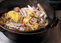 Pasta alle vongole mit Tomate, schwertförmigen Scheidenmuscheln und Spargel