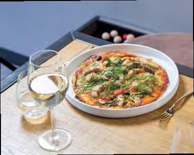 Pizza mit Weißfisch und Gambas