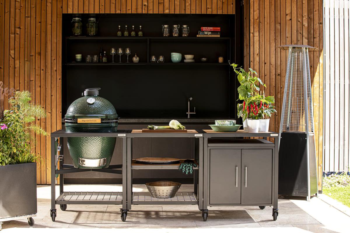 Outdoorküche mit Big Green Egg Large und geschlossenem Schrank
