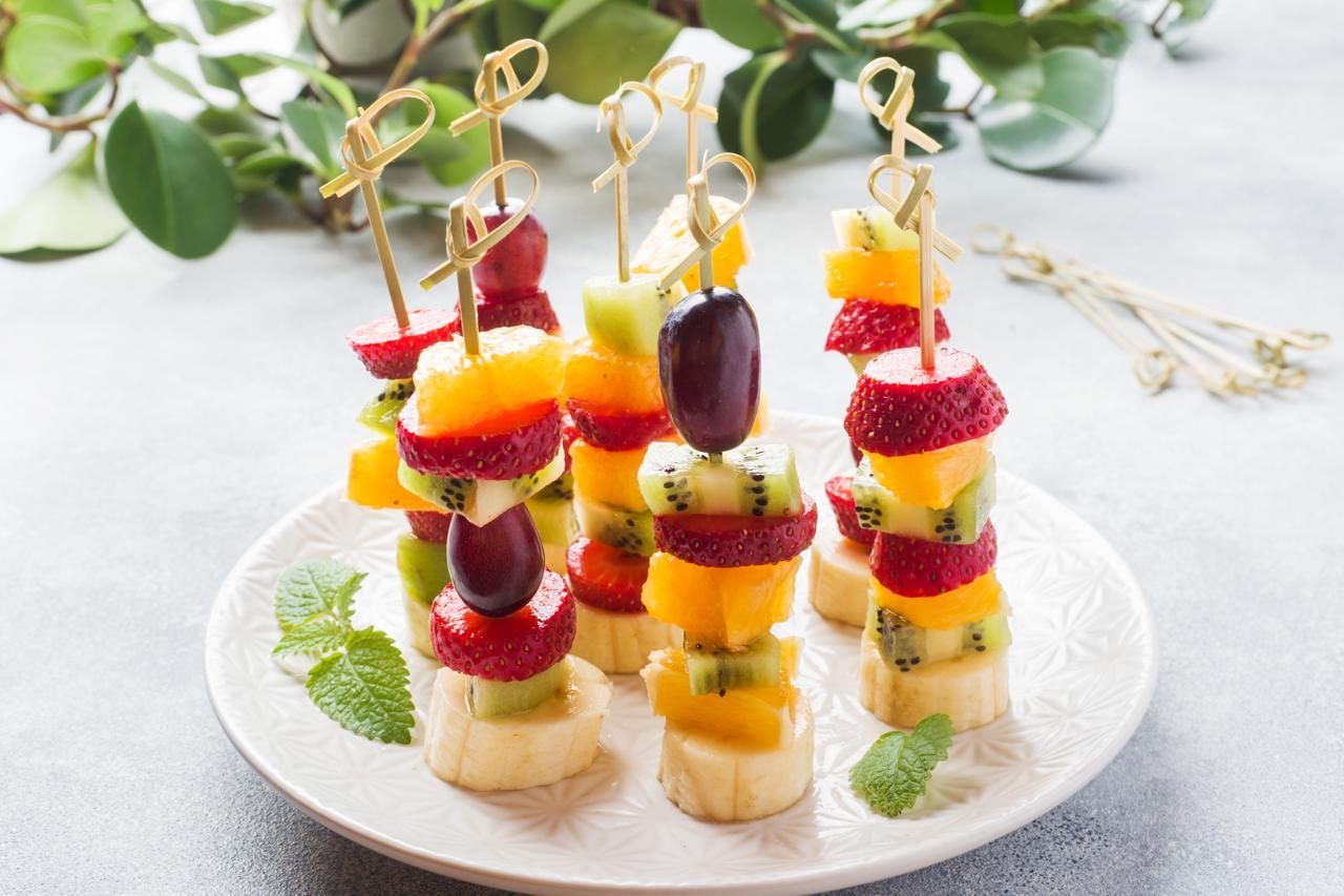 Spieß mit verschiedenen Früchten