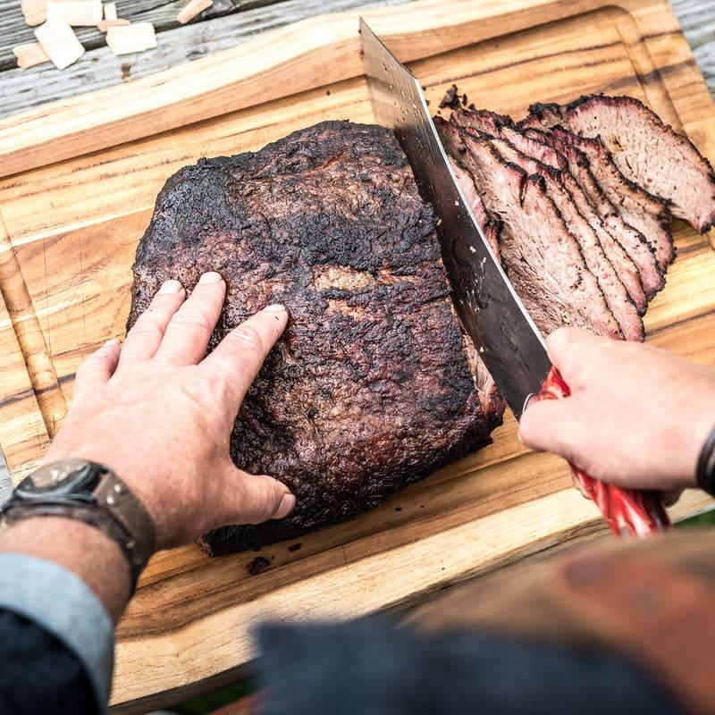 Big Bold BBQ Brisket wird aufgeschnitten
