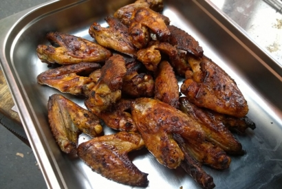 Chicken Wings mit Aprikosenglasur und Maker's Mark